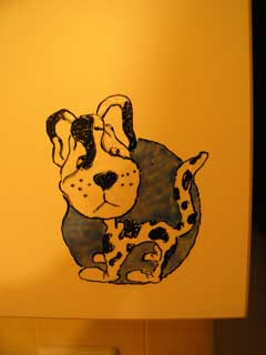 Витражная картинка на фасаде мебельной стенки кухни. Собака далматинец.