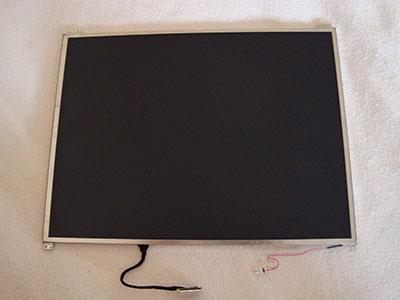 Панель экрана, извлеченная из ноутбука ASUS M3. Это и есть основная запасная часть, ради которой приобретался ноутбук-донор