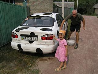 Кристина и дедушка Саша моют Карполанос